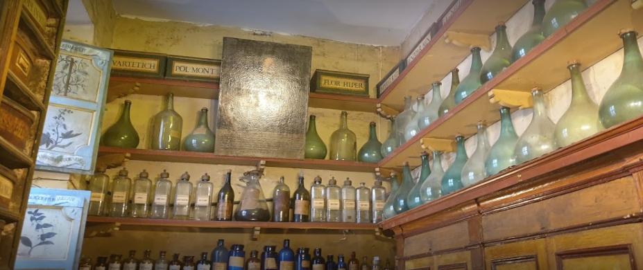 Visita guidata con ingresso in esclusiva alla antica farmacia della Scala a Trastevere