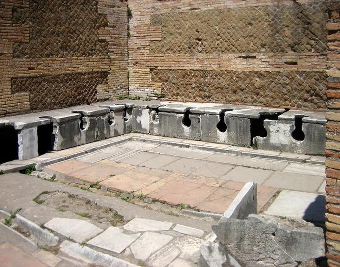 Tour con la guida archeologa agli scavi di Ostia antica, dalla necropoli di porta romana fino al foro ostiense