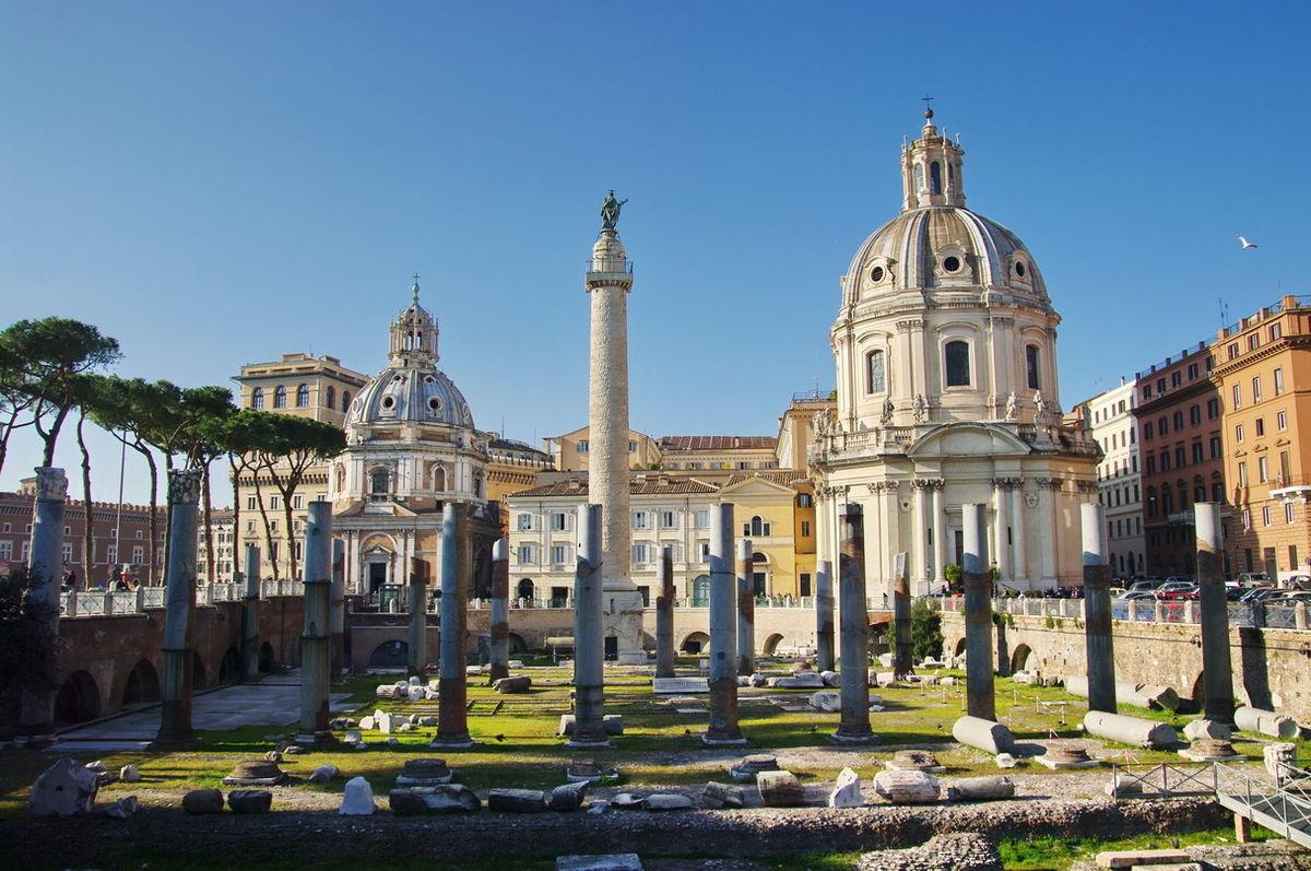 Escursioni e visite guidate ai fori imperiali, dal Colosseo fino al Campidoglio, con guida archeologa