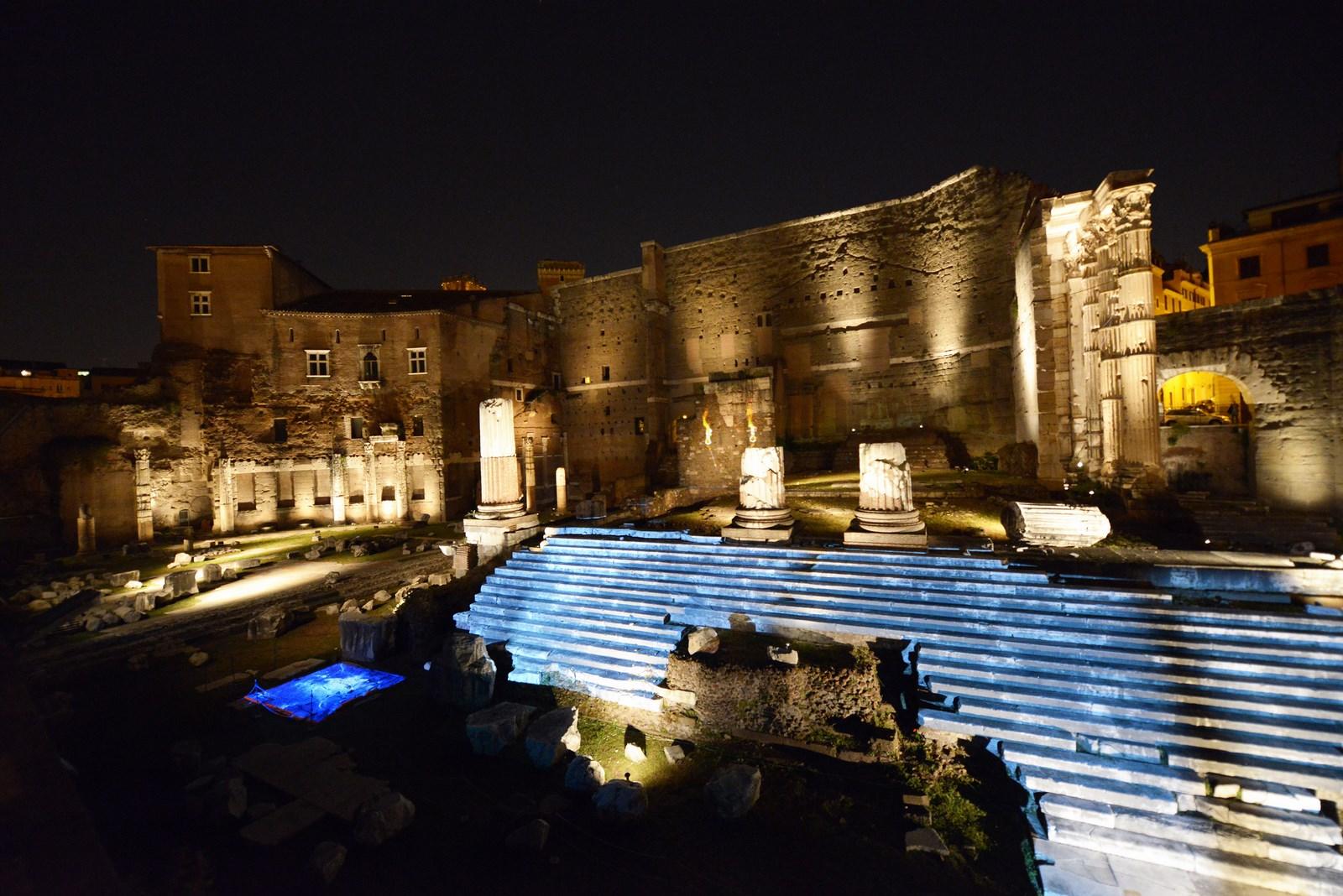 passeggiata serale a Roma ai fori imperiali