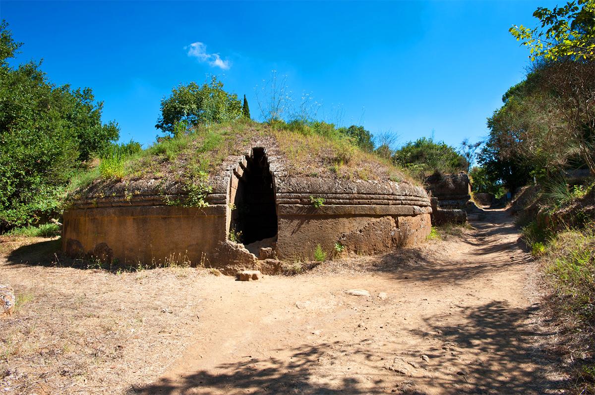 Visita guidata gratuita alla necropoli della Banditaccia di Cerveteri, comprendente anche la celebre Tomba dei Rilievi