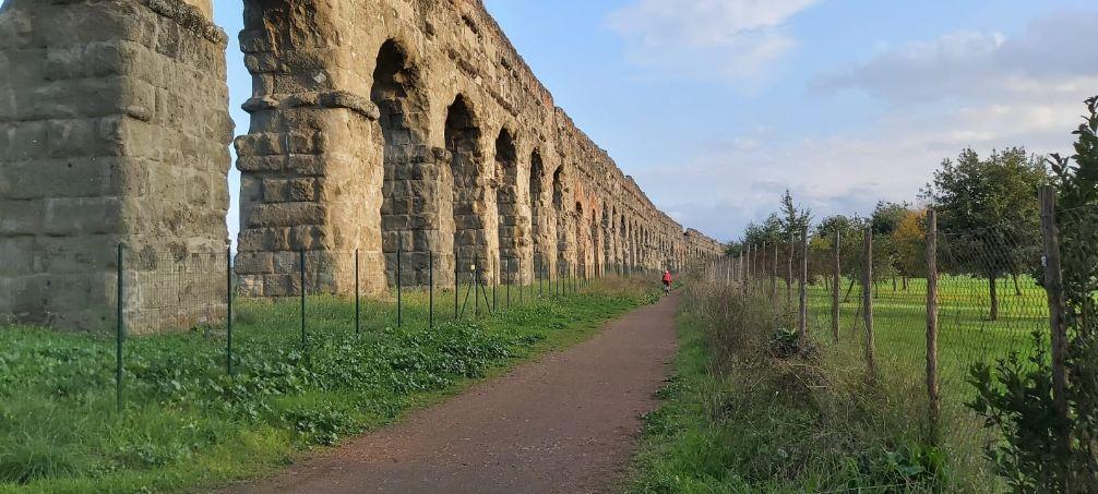 Escursione gratuita con la guida al parco degli acquedotti di Roma antica, dove illustreremo in dettaglio gli antichi acquedotti romani