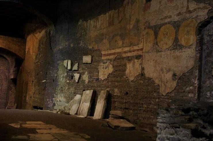 Tour con guida ai sotterranei di Trastevere, con la visita guidata alla basilica di San Crisogono